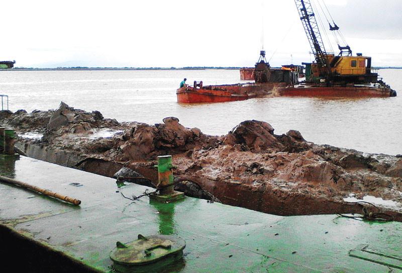 Lại phát hiện 'cát tặc' trên sông Thu Bồn